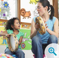 EJE animant un atelier musical - Métier Petite Enfance