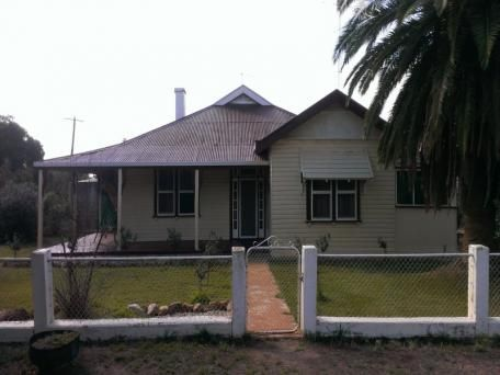3 bedrooms, Pleasant Hills road, 24km from Henty NSW 2658 $180/week