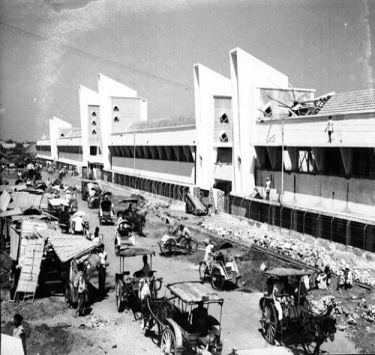 Pasar Wonokromo (Wonokromo market), Surabaya, Indonesia in 1954
