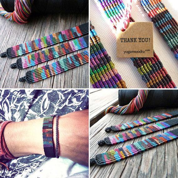 Macrame tejidas a mano colores pulsera India por Yogamoodra en Etsy