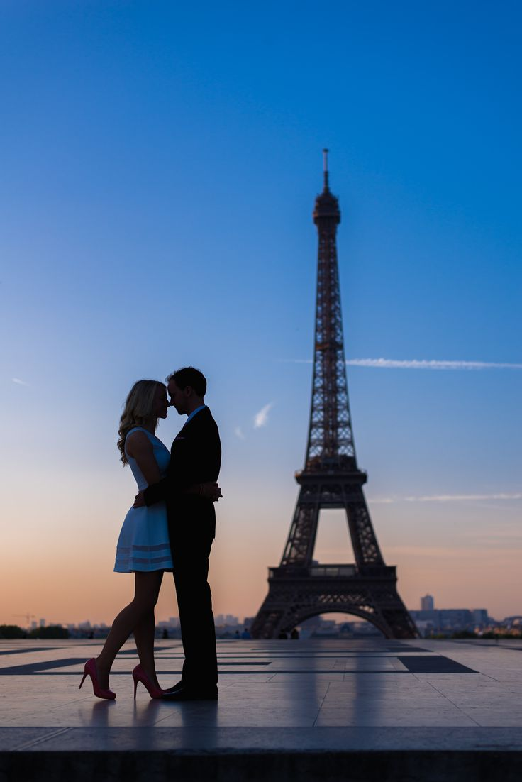 Sunrise at the Eiffel Tower captured during the engagement photo shoot of this beautiful couple from Cincinnati. #parisengagementphotographer