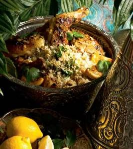 Kotiliesi - Marokkolainen sitruunakana  Korvasin oliivit kikherneillä, jätin rusinat pois ja laitoin 1 rkl sokeria, palmusokeri olisi saattanut olla vielä hitusen tavallista parempi. TODELLA hyvää! Lisukkeeksi tein pinaattipilahvin.