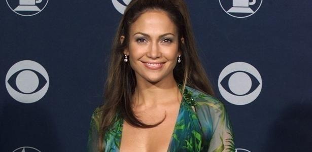 No aniversário de Jennifer Lopez, relembre os looks sexy da artista
