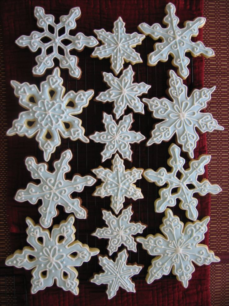 GORGEOUS COOKIES. planning on making some cookies and icing them like this. sooo pretty!