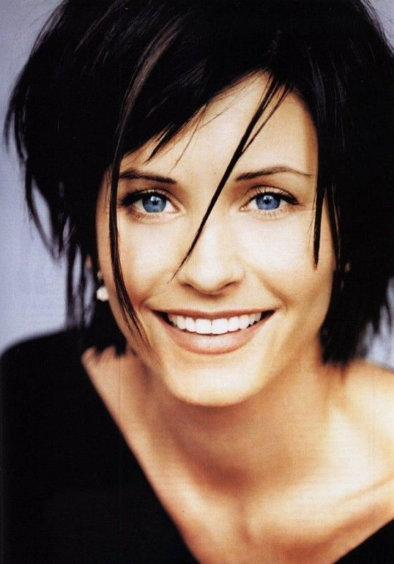 Courtney Cox - with her dark hair & bright blue eyes is a stunning ...