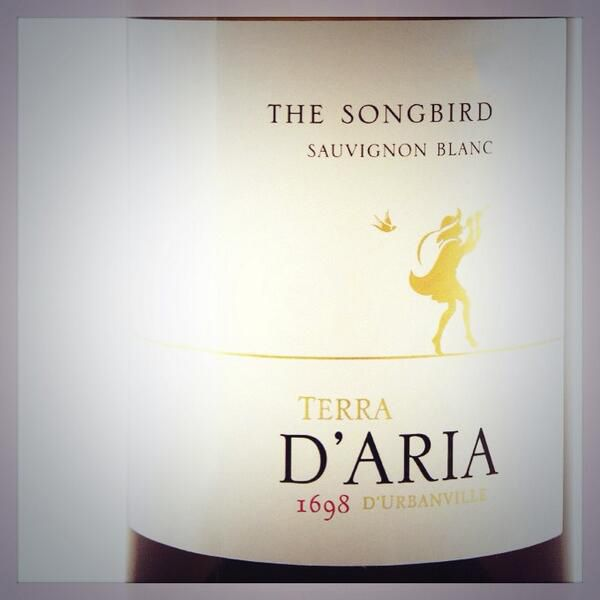 Full, yet elegant palate, hints of grapefruit on the finish – Have you tried our Songbird? A complex Sauvignon Blanc, combining aromas and flavours of green pepper, asparagus and gooseberries with tropical fruit.