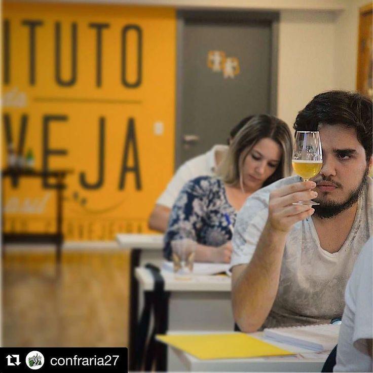 #Repost @confraria27 with @repostapp  Fala pessoal sou o Matheus (@mathmoura) de São Paulo-SP. Entrei nesse universo maravilhoso que é o das cervejas artesanais no começo de 2015 cheio de curiosidade e vontade de aprender. Com a diversidade de rótulos degustados pelo propósito de registrá-los criei um instagram chamado @lajehomepub que diz respeito à minha casa à minha Laje o meu Home Pub. A paixão só aumentou e tudo cresceu de forma rápida. Hoje a Laje é o meu Pub favorito pois tem a minha…