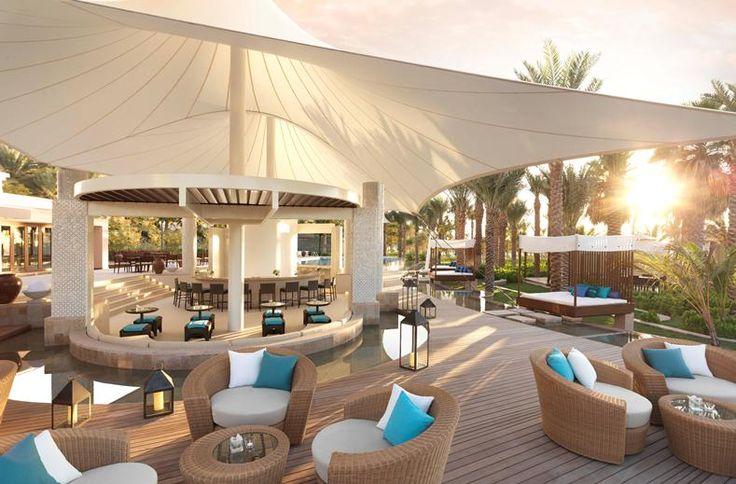 Dit hotel bied je het beste van twee werelden. Je geniet hier van Arabische gastvrijheid in Mediterraanse stijl. In het hotel ervaar je de rust en het comfort van dit statige hotel met haar weelderige tuin en unieke ligging aan het mooie zandstrand. Aan de achterzijde van het hotel vind je de gezellige promenade The Walk met vele restaurants en winkeltjes.