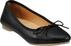 These casual, classic flats feature a rounded toe and a comfortable latex footbed.