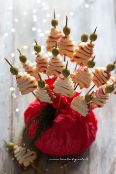 Alberelli di pasta sfoglia (finger food per natale) - Ricetta Alberelli di pasta sfoglia
