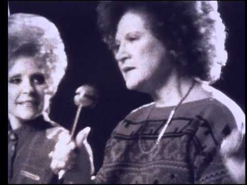 Under the direction of the legendary Owen Bradley, kd lang performs a Medley with Loretta Lynn, Brenda Lee, and Kitty Wells....this is wonderful!