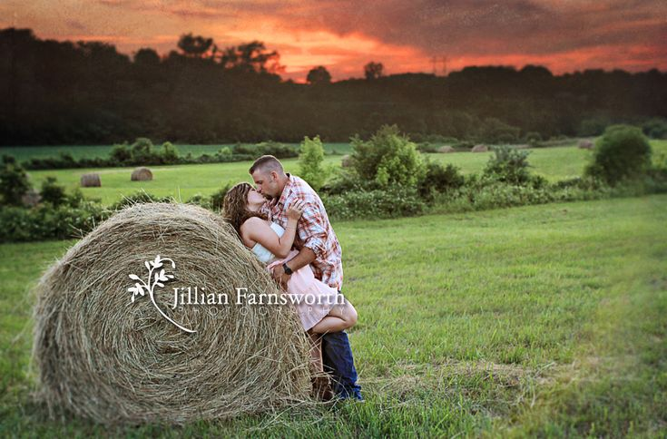 Position: no. Photoshop coloring: HELL no. (Seriously. Leaning back against hay? Oh how the skin does itch! It's like the people who take these photos have zero experience with the actual countryside. And zero taste.)