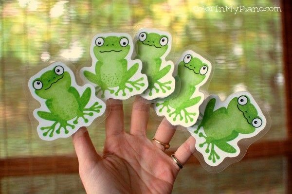 Free finger play puppets