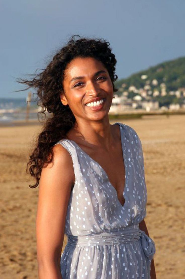 She who rises from the foam, APHRODITE, goddess of love and beauty, supporter of Paris and Helen - Sara Martins