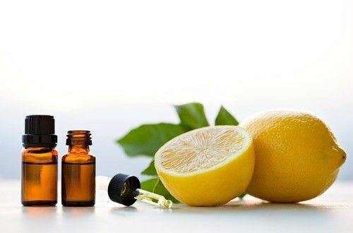 塩素系漂白剤のあのツーンという匂いは嫌ですね。体にも良いとはいえません。そこで塩素系の漂白剤に代わる自然派の漂白剤。レモン汁と過酸化水素の2つの効果でパワーアップしたお肌に優しい天然手作りの漂白剤レシピです。