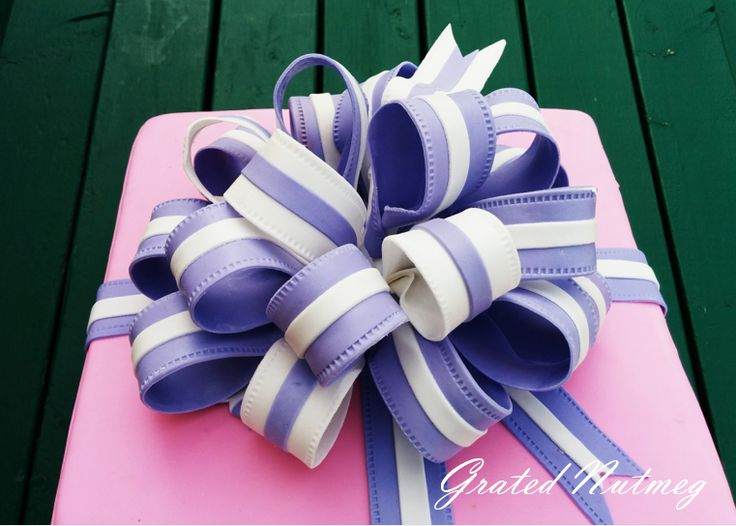 The 25 best gift box cakes ideas on pinterest beautiful looking for an impressive way of topping your cake a loop bow is the way to go this is great on gift box cakes or any other cake of your choice negle Images
