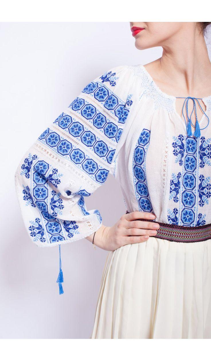 Ie traditionala romaneasca colorata