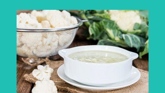 Knolselderij bloemkoolsoep is een niet-alledaagse, maar oh zo lekkere soep. Deze soep is koolhydraatarm en je hoeft zeker geen topkok te zijn om dit te kunnen maken.
