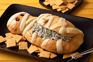 Halloween Mummy Spinach Dip - Make the mummy bread bowl easily with