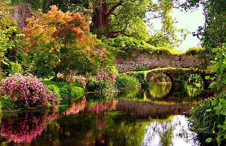 I giardini di ninfa latina. Szabad helyek