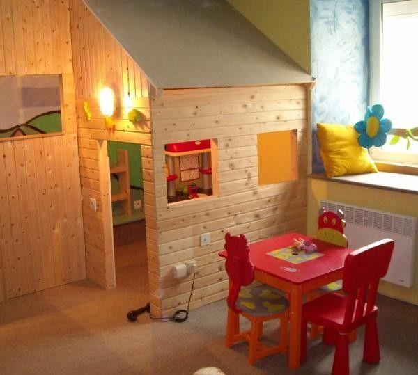 Excellente idée: Mettre une petite #cabane dans la salle de jeu de son #enfant !