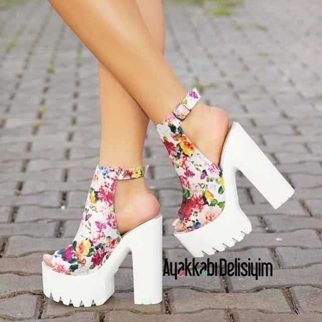 Kalın Beyaz Topuklu Yazlık Bayan Ayakkabı Modelleri - Women Shoes Fashion (3)