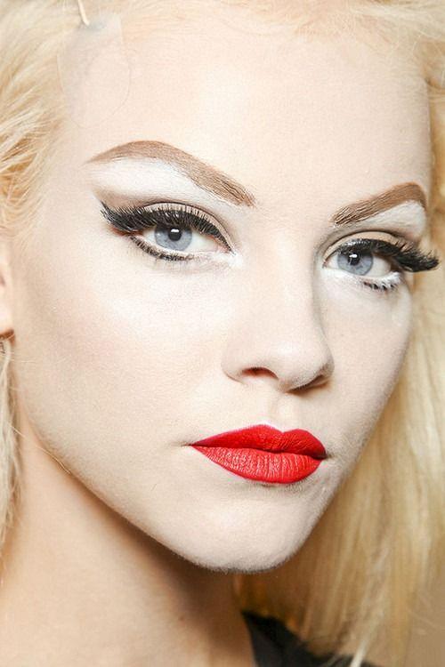 The Best Red Lipstick Makeup Tutorial 08