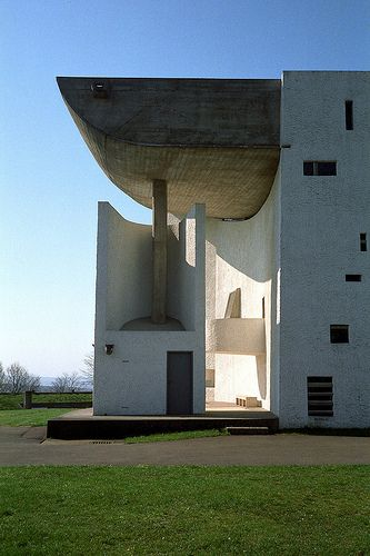 ル・コルビュジェ / ロンシャンの教会 The chapel of Notre Dame du Haut in Ronchamp. 1954. Le Corbusier.