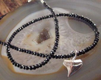 Diente de tiburón collar Espinela negra mujeres collares de cuentas regalo para su tiburón diente colgante tiburón diente encanto Womens collar de plata esterlina