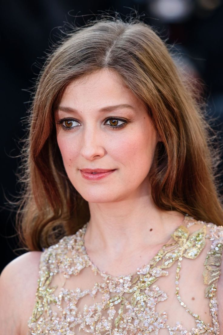 Alexandra Maria Lara attends the 'Elle' Premiere at the annual 69th Cannes FF http://celebs-life.com/alexandra-maria-lara-attends-elle-premiere-annual-69th-cannes-ff/ #alexandramarialara