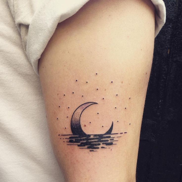Best 25 crescent moon outline tattoo images on pinterest moon outline beautiful moon and - Tatouage croissant de lune signification ...