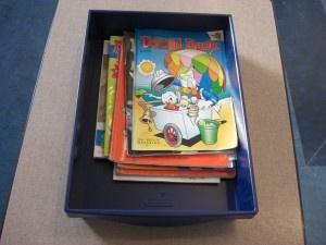 MB-BB. Leescircuit. Ik heb de klas ingedeeld in vijf groepen, zodat de kinderen elke week iets anders kunnen lezen. De onderdelen zijn: stripboeken, tijdschriften, informatieve boeken, een luisterboek op de computer luisteren en in je eigen leesboek lezen op de gang tegen een kussen. Na een aantal weken kun je weer nieuwe onderdelen bedenken zoals: Themaboeken, gedichtenboeken, etc.