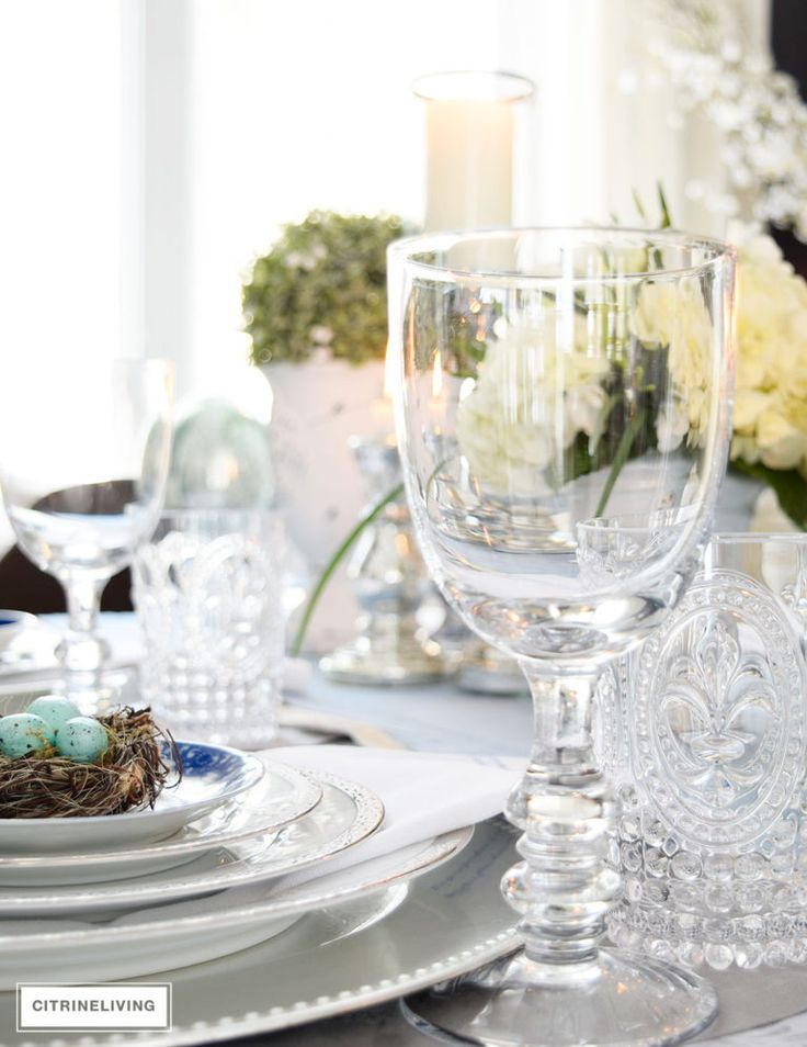 A SIMPLE AND ELEGANT EASTER TABLESCAPE 119