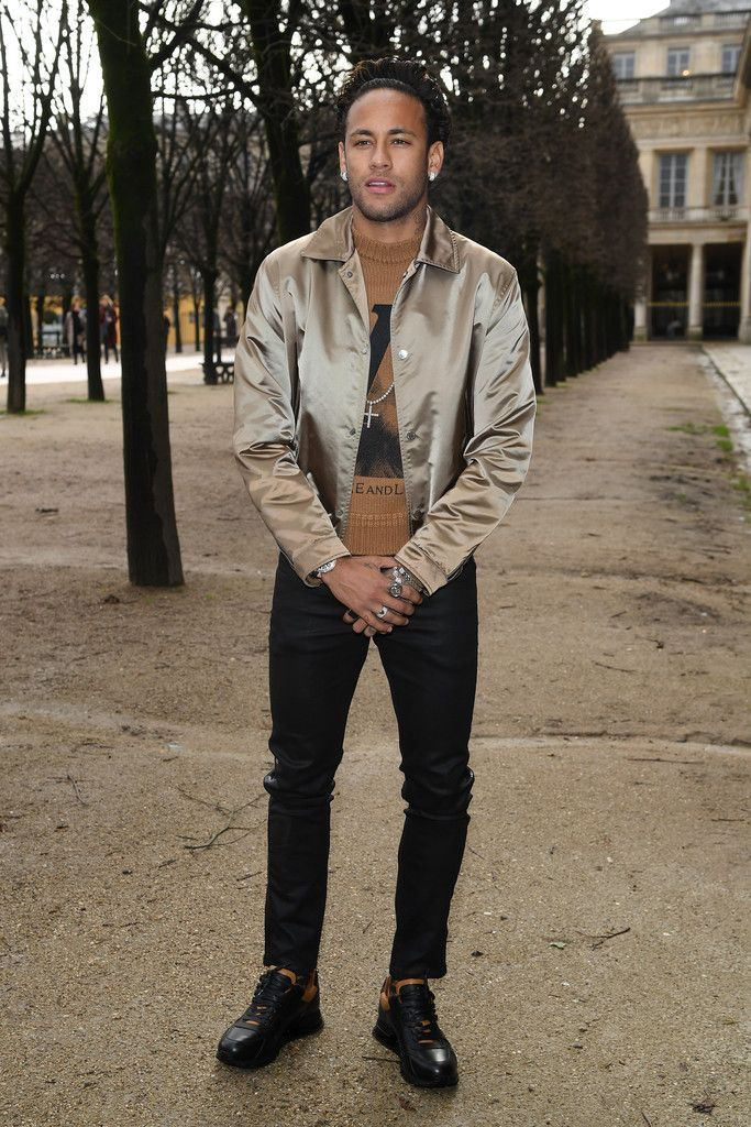 Neymar Photos Photos  Louis Vuitton   Front Row - Paris Fashion Week -  Menswear F W 2018-2019  fa4ff71786f