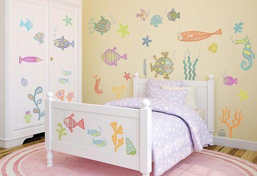 """Grazie agli stickers """"In fondo al mare"""" anche la cameretta più semplice si trasformerà in un magico fondale, per vivere mille avventure..in fondo al mar!"""