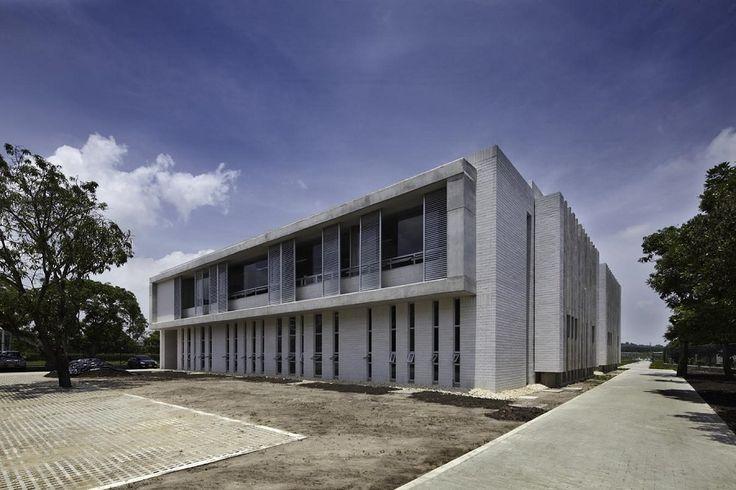 Ocho nuevos proyectos arquitectónicos sostenibles en Colombia. Acabados arquitectónicos. Fachada. Encuentra dónde comprar este diseño y Producto en Colombia.