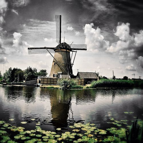Greetings From Kinderdijk, The Netherlands. It's a rainy day at the Molenkade, Kinderdijk. #greetingsfromnl #greetingsfromkinderdijk #gfnl