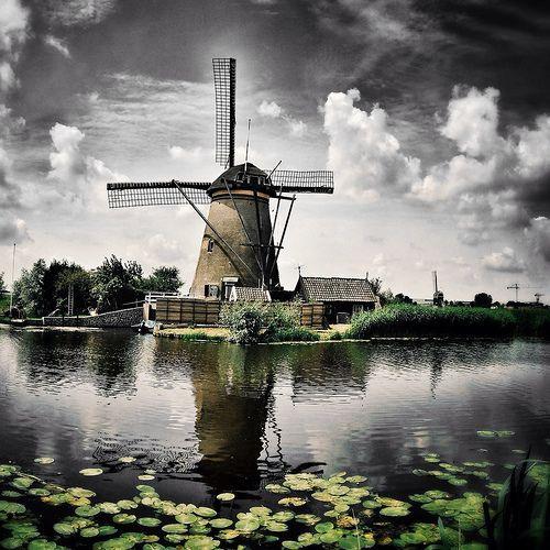 Greetings From Kinderdijk, The Netherlands. It's a rainy day at the Molenkade, Kinderdijk. #greetingsfromnl #greetingsfromkinderdijk #gfnl