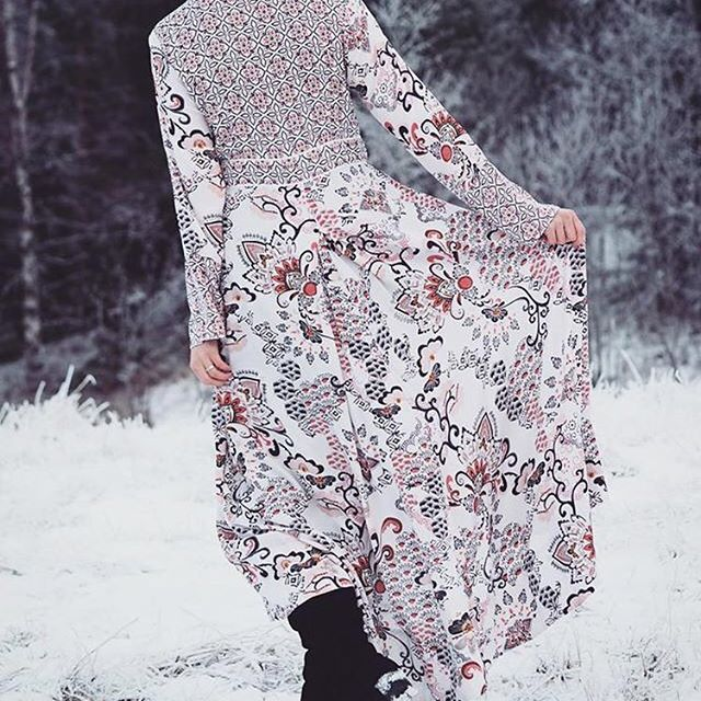 Let it snow! (Photo by @curiousnoora) #oddmolly #intuitiondress ★more info in bio★
