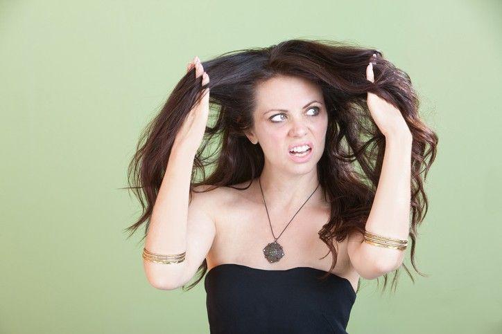 Oleoso na Raiz e Seco nas PontasQuando seu cabelo tiver oleoso na raiz e seco nas pontas, é preciso tomar alguns cuidados ideais, para evitar esse tipo de problema