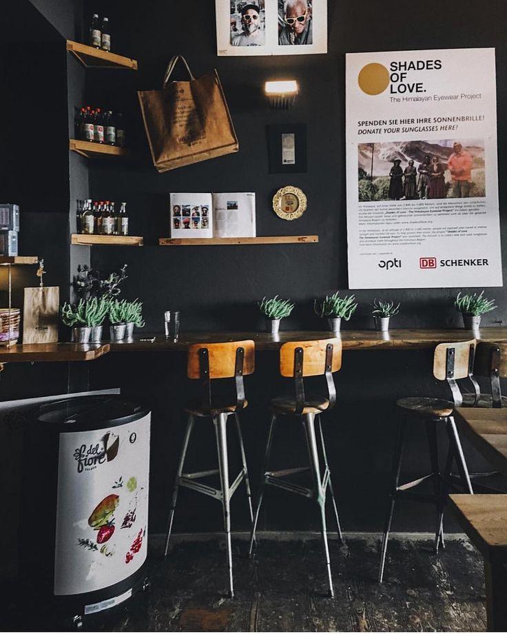 いいね!913件、コメント4件 ― The shopkeepersさん(@the_shopkeepers)のInstagramアカウント: 「Aroma Kaffeebar, Munich 📷@ziiarch this looks like a good place to start the week (and support…」