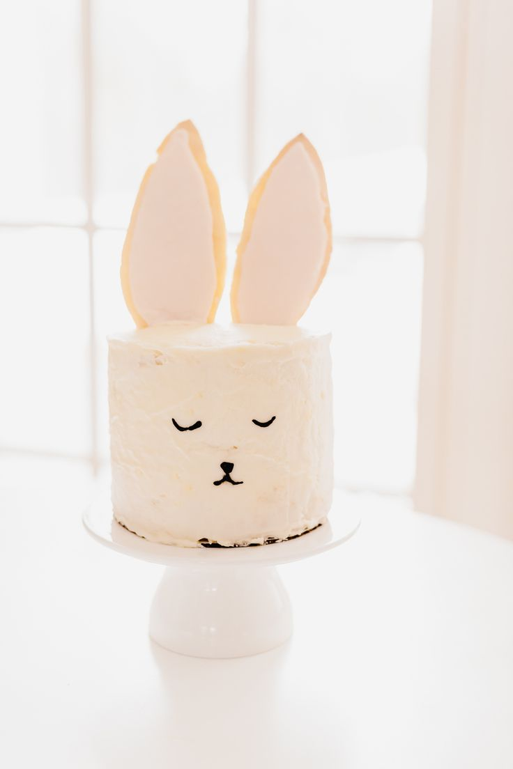 DIY Bunny Cake ~ simple layer cake w/buttercream frosting, plus sugar cookie ears & piped face ~ use your own favorite recipes | via Style Me Pretty