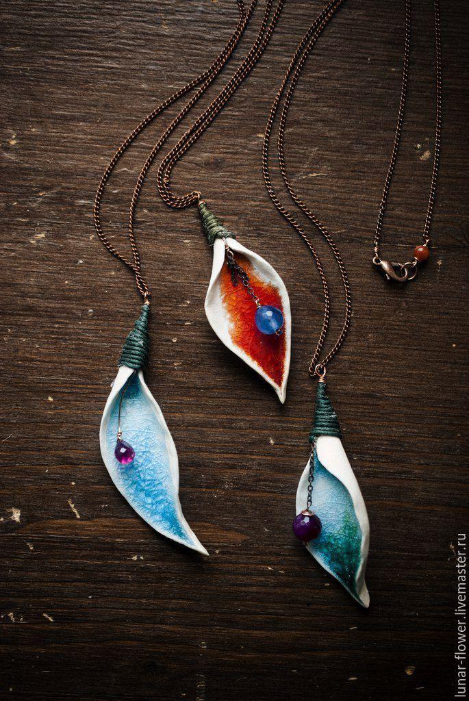 Ceramic pendants / Купить Керамический кулон Лепестки-леденцы - Керамика, кракле, кварц, шпинель, высокотемпературный обжиг, яркий