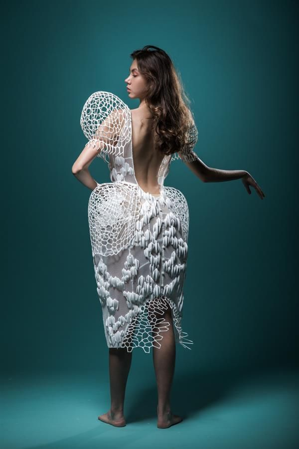 3ders.org - These 3D printed honeycomb-inspired garments are un-bee-lievable | 3D Printer News & 3D Printing News