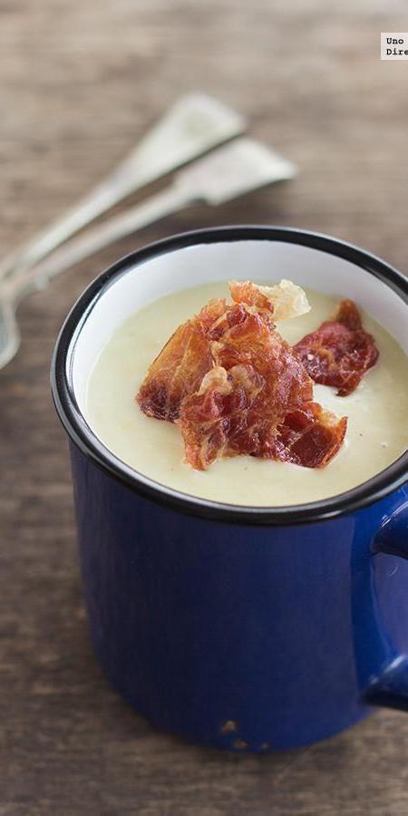 Cream of leek soup with crispy ham. Recipe - Crema de puerros con crujiente de jamón. Receta