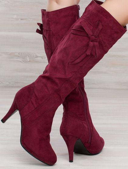 Γυναικείες μπότες  • Κατασκευασμένες από σουέτ • Διακόσμηση με άνθη • Ζεστή υφασμάττινη επένδυση  • Φερμουάρ στο εσωτερικό • Λεπτό τακούνι, απο σουέτ #boots #shoes #fashion