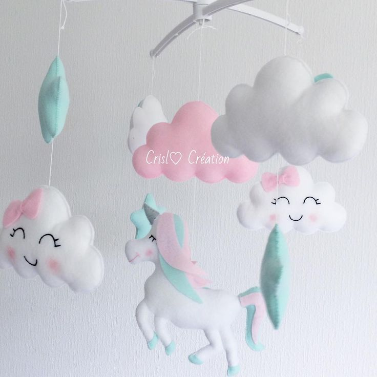 Pour des rêves tout doux 😊😊💕💕💕 #mobilemusical#unicorn#licorne#felt#feltro#craft#cloud#nuage#mint#bebe#chambrebebe#enceinte#grossesse#nursery#mama#maman#babylook#chambrebebe#decor#decoration#babyshower#love#cute