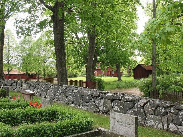 gamla uppsala kyrkogård by bjkrainkatt, via Flickr