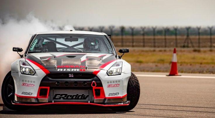 Nissan GT-R Nismo: de récord derrapando a 304,96 km/h # Hoy Nissan ingresa en el Libro Guinness de los récords gracias una espectacular maniobra llevada a cabo por uno de sus deportivos. El Nissan GT-R Nismo fue el elegido para intentar hacer la derrapada más …