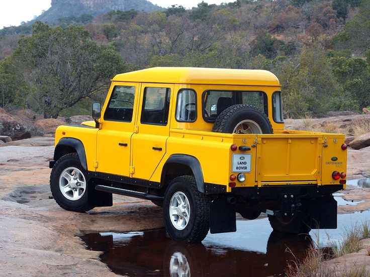 Land Rover Defender 110 Double Cab Pickup ZA-spec '1990–2007